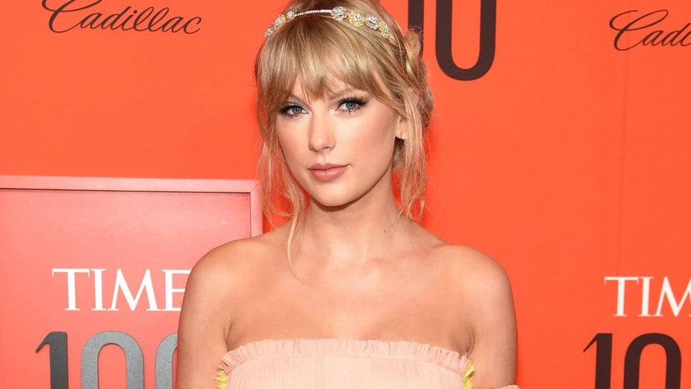 Taylor Swift Makes Surprise Appearance at Wall Mural in Nashville Ahead of Big Announcement