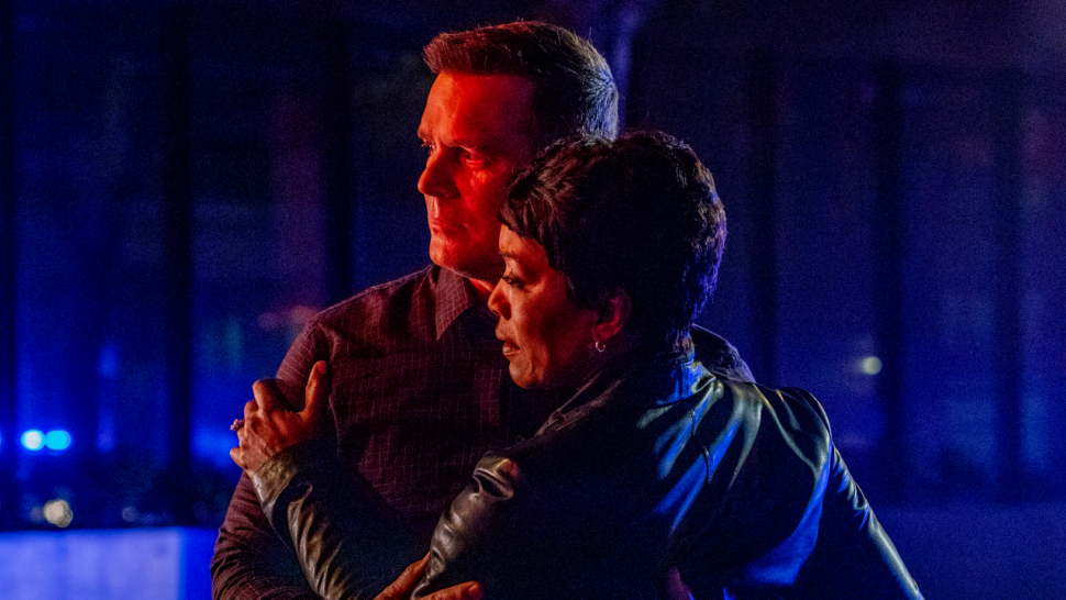 9-1-1: Peter Krause and Angela Bassett