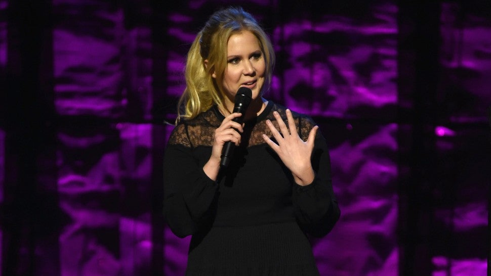 Amy Schumer returns to the stage 14 days after giving birth