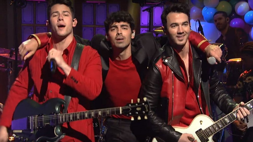 Jonas Brothers mix new hits with throwback 'Burnin' Up' on 'SNL'