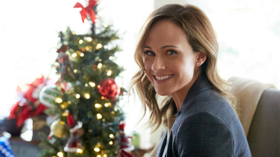 Christmas At Pemberley Manor Cast.Nikki Deloach To Star In Fourth Hallmark Christmas Movie