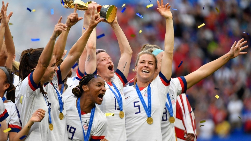 US Women's Soccer Team Wins World Cup: Serena Williams, Ellen DeGeneres and More Stars Celebrate
