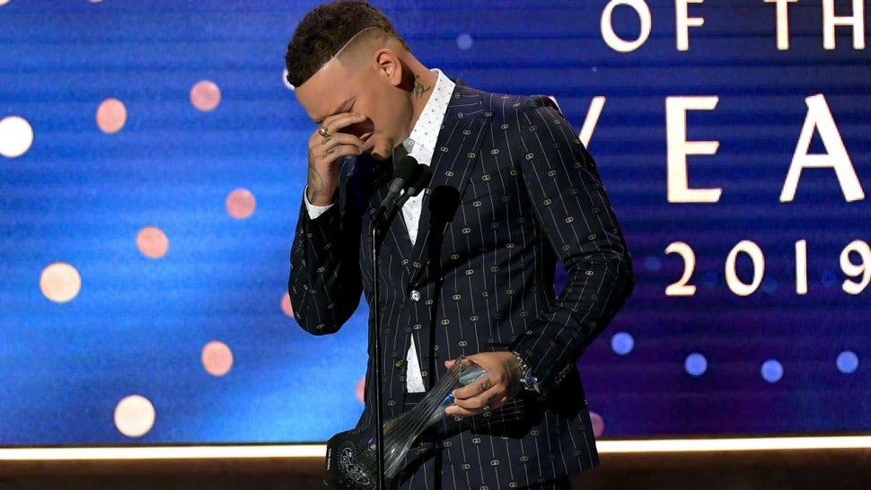 Singer Kane Brown breaks down in tears speaking about late drummer Kenny Dixon
