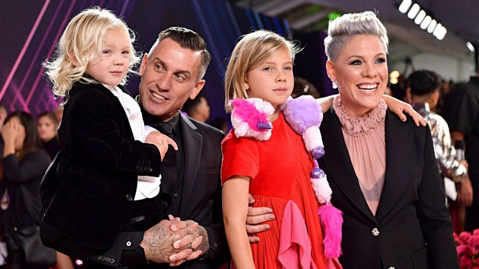 pink and carey hart celebrate 14 years of marriage with. Black Bedroom Furniture Sets. Home Design Ideas