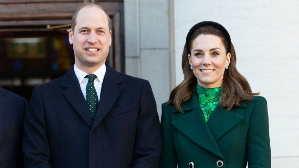 Kate Middleton Shares Sweet Pic Of Prince George And Princess Charlotte Volunteering With Prince William Entertainment Tonight