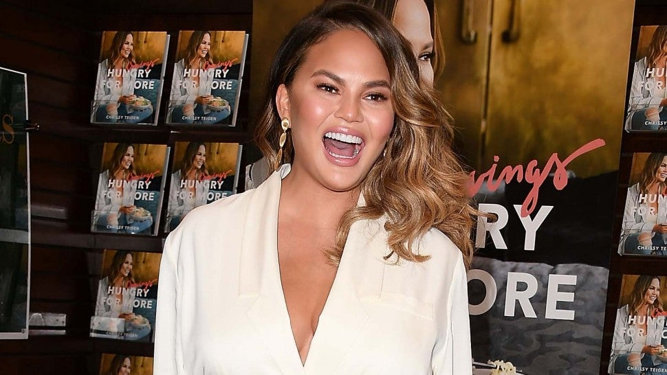Chrissy Teigen Reacts to Ben Affleck Being Called Out for Dating App Video.jpg