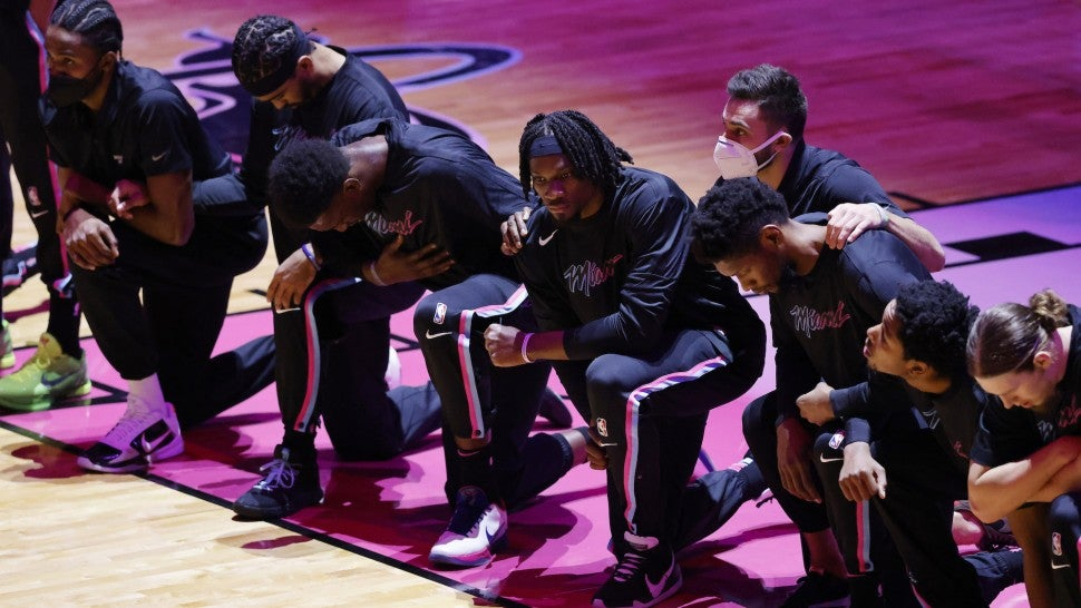 NBA MIami Heat Kneeling