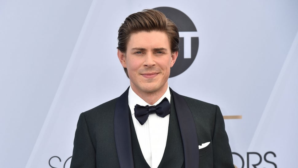 'How I Met Your Father': Chris Lowell to Star Opposite Hilary Duff in Hulu Spinoff.jpg