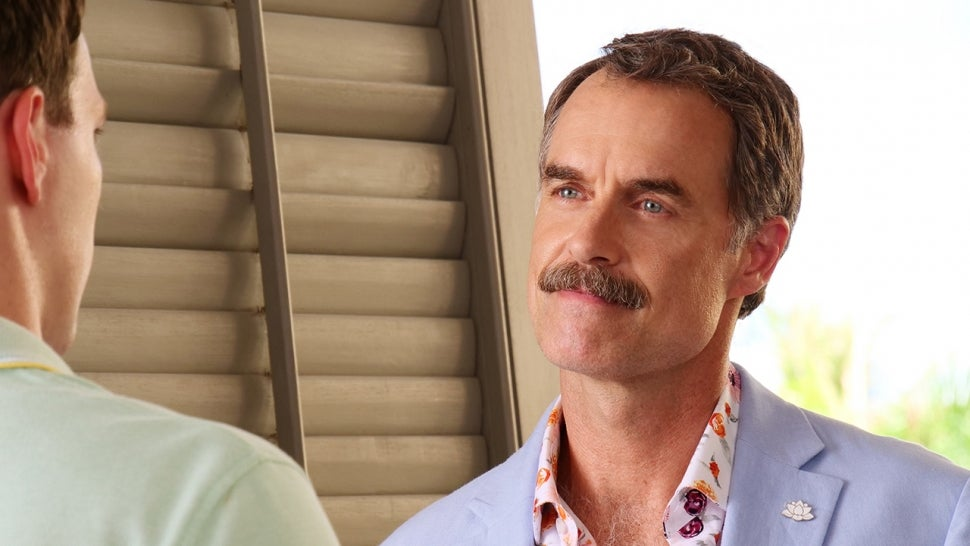 Murray Bartlett Talks Scene-Stealing 'White Lotus' Role and Facing Off With Jake Lacy(Exclusive).jpg
