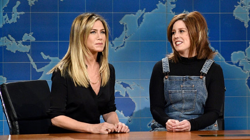 Jennifer Aniston Says She Gasped After Hearing Vanessa Bayer's Impression of Her on 'SNL'.jpg