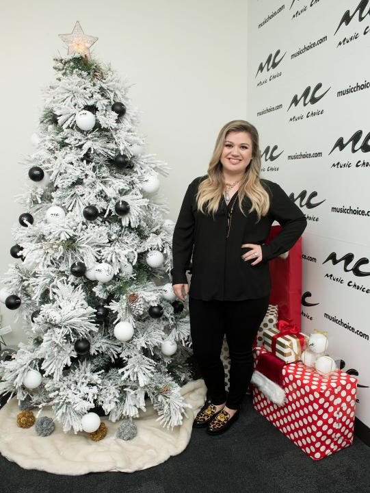 Kelly Clarkson Christmas Eve.Kelly Clarkson Etonline