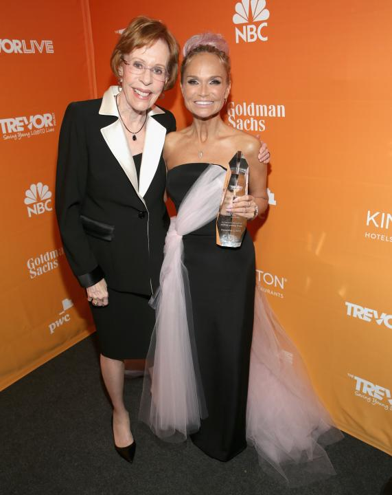 Carol Burnett and Kristin Chenoweth pose with Icon Award at The Trevor Project's 2017 TrevorLIVE LA Gala