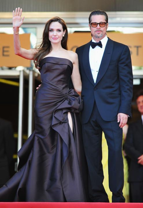 Angelina Jolie in Atelier Versace & Brad Pitt | Etonline