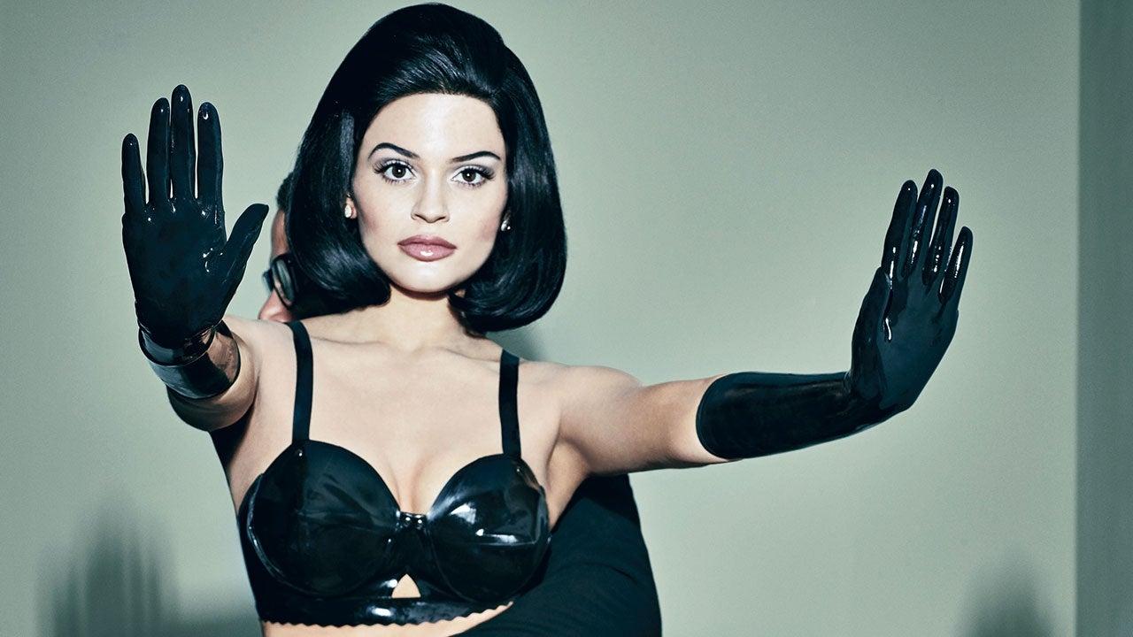 Kylie Jenner copies Kim Kardashian uncensored selfie - TWB