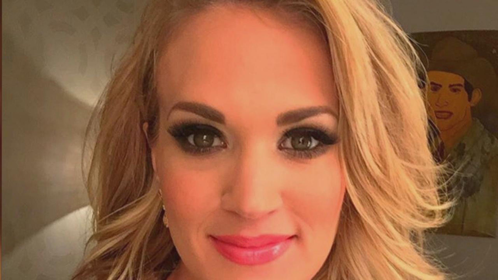 Carrie Underwood Debuts Gorgeous Short Hair At The Grand Ole Opry Entertainment Tonight