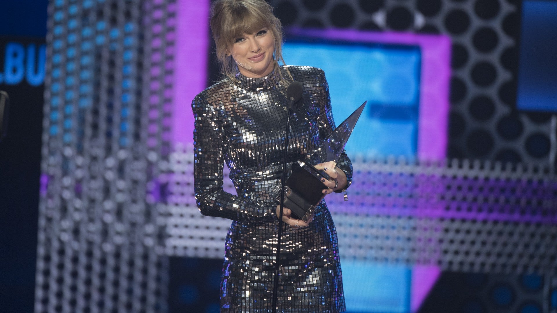 Taylor Swift Teases Next Chapter During Amas Acceptance Speech Fans React Entertainment Tonight