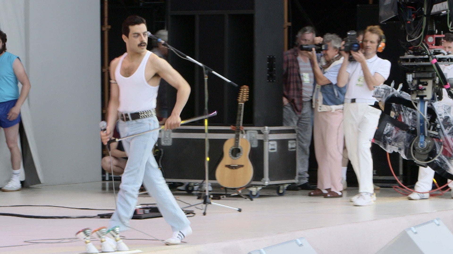 how bohemian rhapsody costume designer recreated the iconic live aid performance look entertainment tonight how bohemian rhapsody perfectly recreated that iconic live aid performance for rami malek exclusive