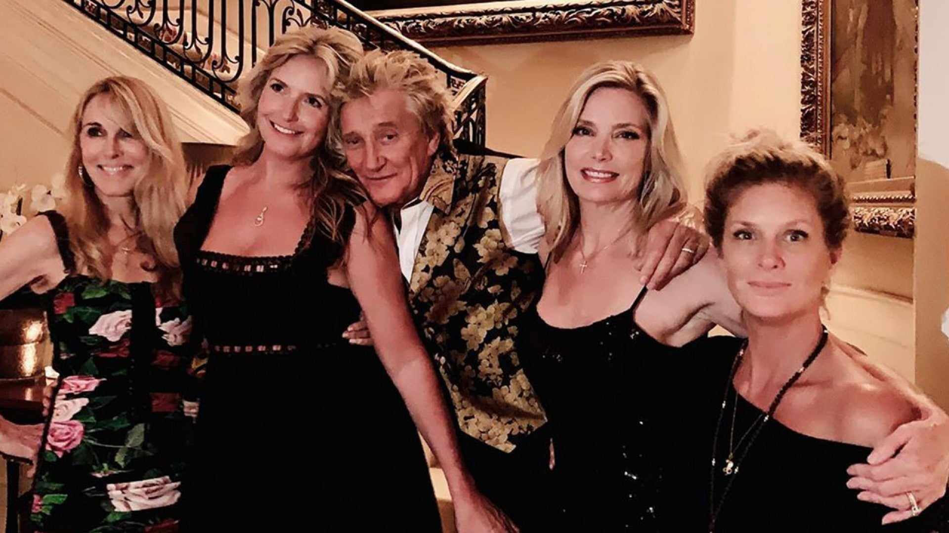 Rod Stewart Poses With the 4 Mothers of His 7 Children | Entertainment  Tonight