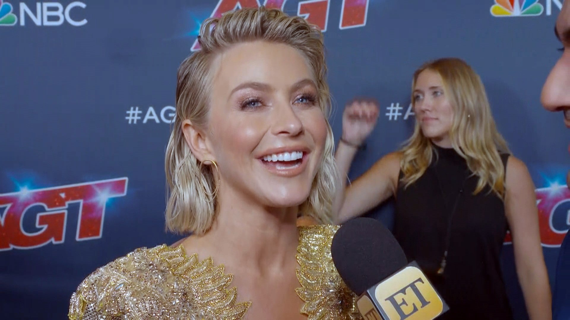 Julianne Hough Takes The Stage During America S Got Talent