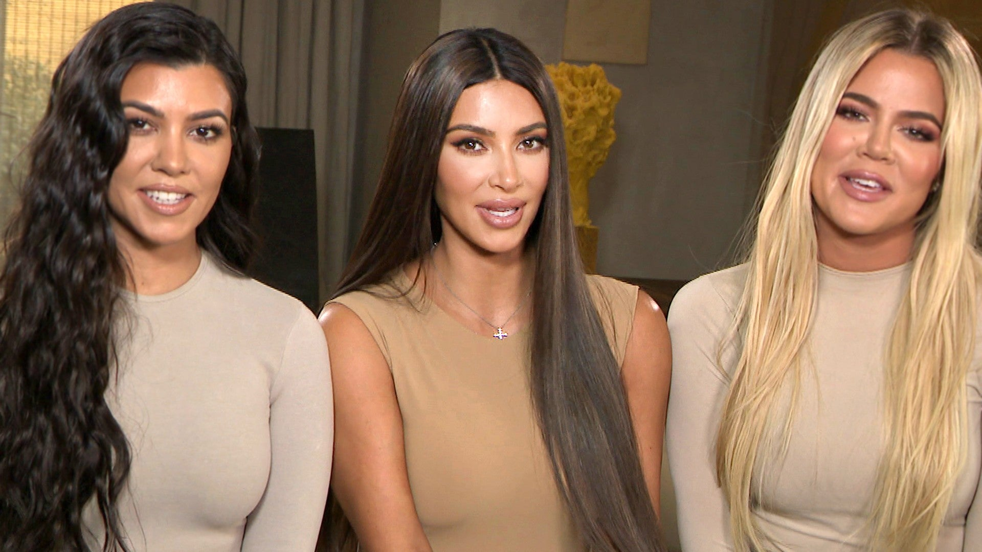 Kim And Khloe Kardashian React To Kourtney Wanting To Leave Kuwtk