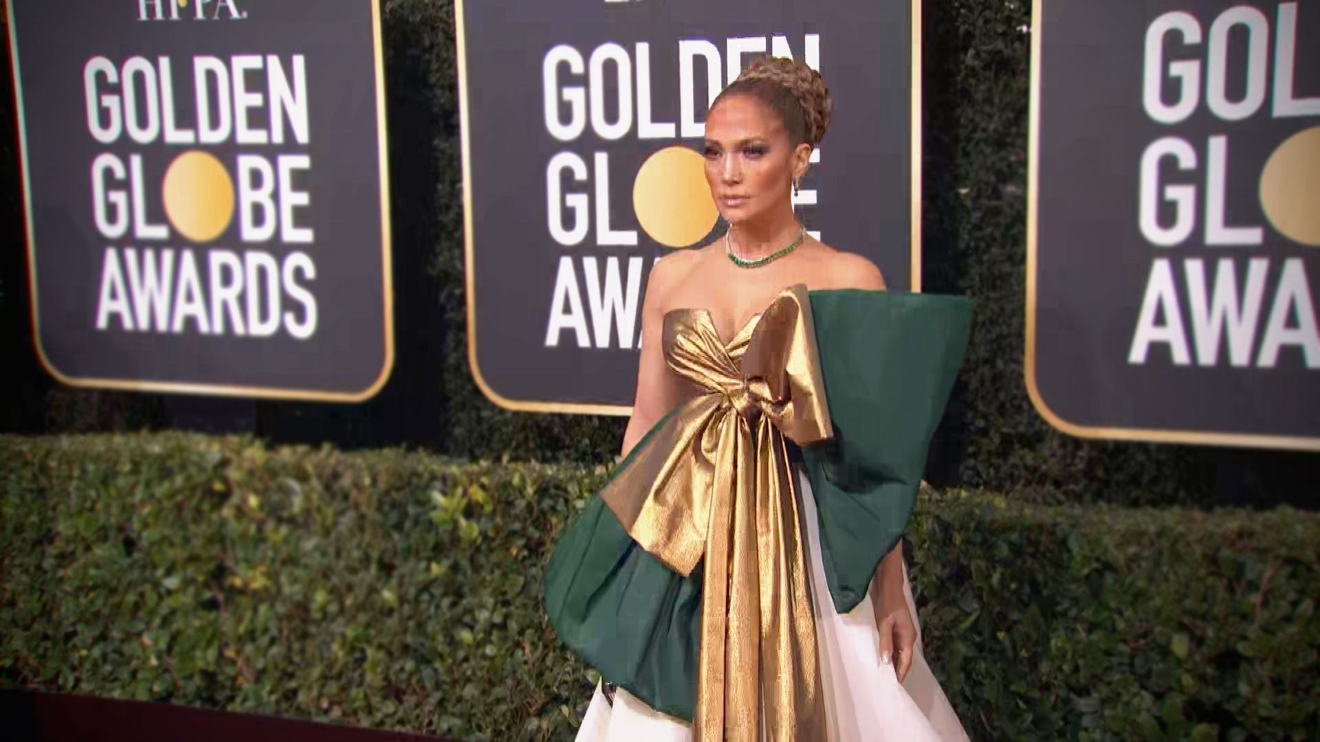 Jennifer Lopez Stuns in Dramatic Green,and,Gold Bow Gown at