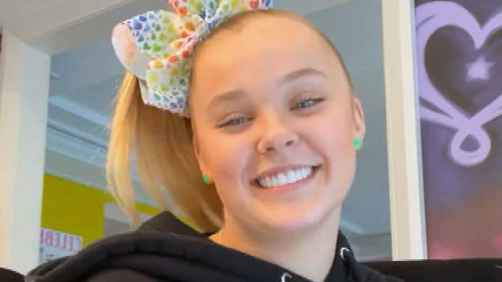 Jojo Siwa Reveals She Has A Girlfriend Says She Was Super Encouraging In Her Decision To Come Out Entertainment Tonight